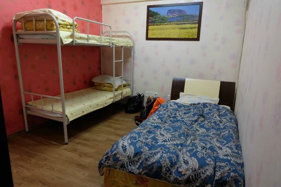 Hwaseong Guest House : ruang female dorm isi 3 bed