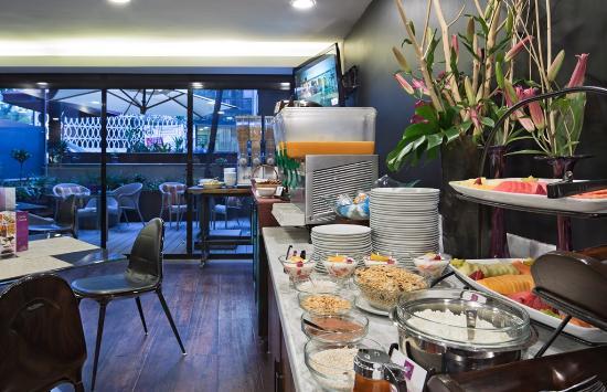 Las Suites: Breakfast Buffe