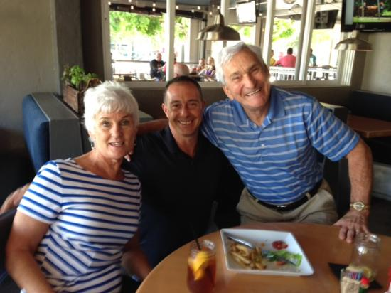 Cork Soakers Deck and Wine Bar: Friends hamming it up with manager Paul