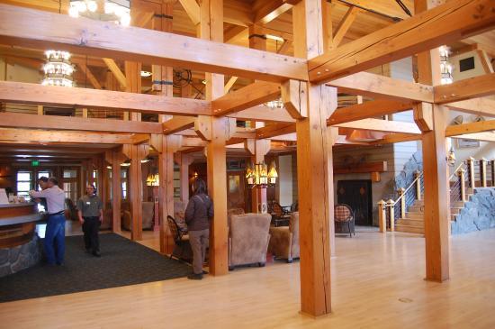 Bon Old Faithful Snow Lodge And Cabins: Lobby