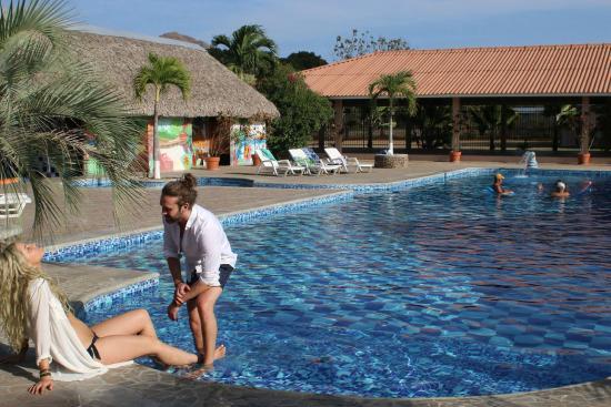 Punta Chame Club & Resort: Hanging by the pool