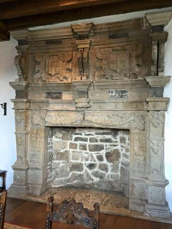 Donegal Town, Irland: inside of castle~ fireplace