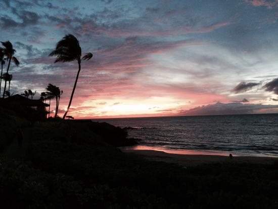 Four Seasons Resort Maui at Wailea: What a sunset!!!