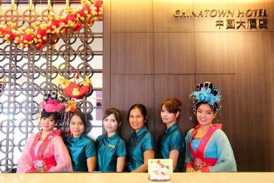 Chinatown Hotel: Receptionist