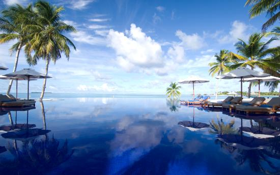 เกาะรังกาลี: Infinity pool at Conrad Maldives Rangali Island