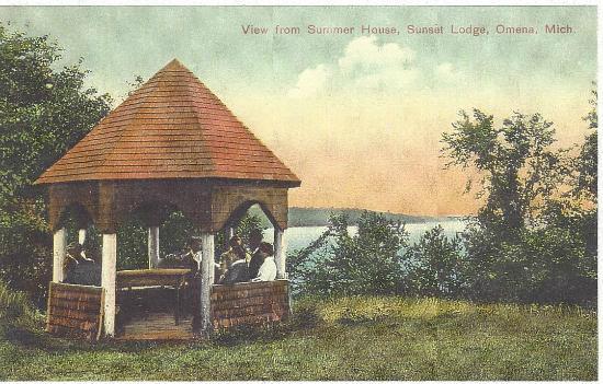 Omena, MI: historic postcard Sunset Lodge grounds
