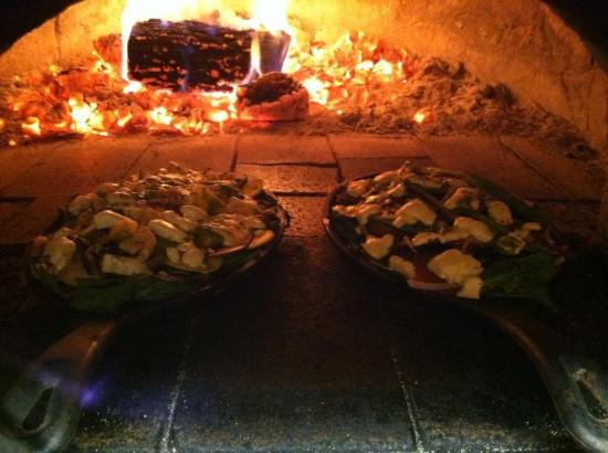 Z's Wood Fired Pizza: Crust free skillet pizza