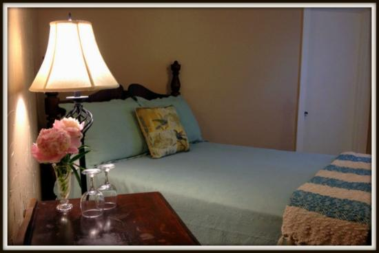 ADK Trail Inn: The lovely Serenade room offers extra privacy and romance