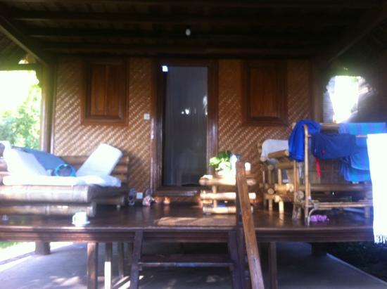 Santai Hotel Bali: Sea view bungalow veranda