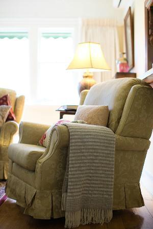 Adeline Bed & Breakfast: Majestic sitting room