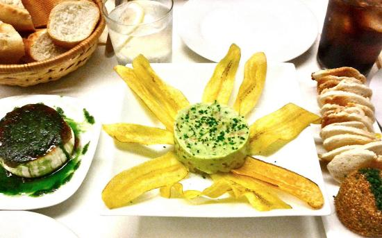 Gastromaquia : Queso de Cabra (Goat cheese), Guacomole with fried banana slices