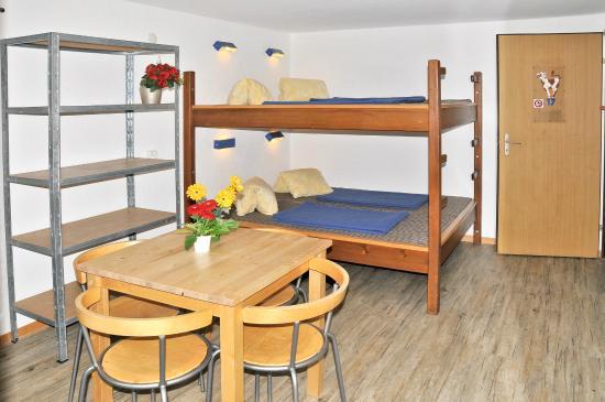 Camping Jungfrau : Hostel / Lodge