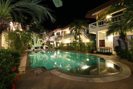 Ya Nui Resort: Pool night view