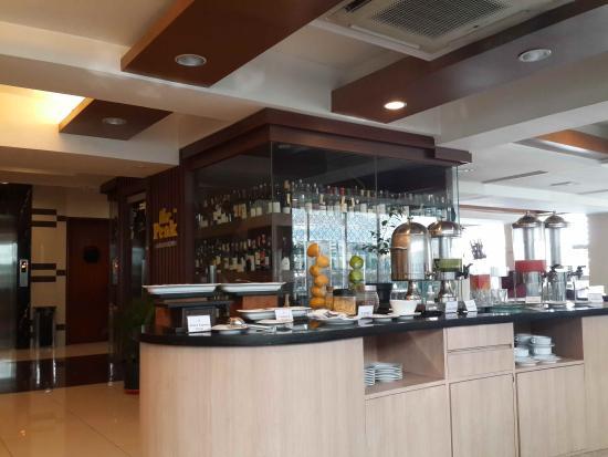 Anggrek Shopping Hotel : Dining area
