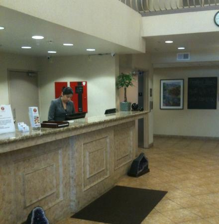 Prominence Hotel & Suites: Check-In Front Desk