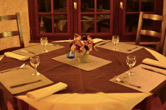Combreux, Γαλλία: la salle du restaurant