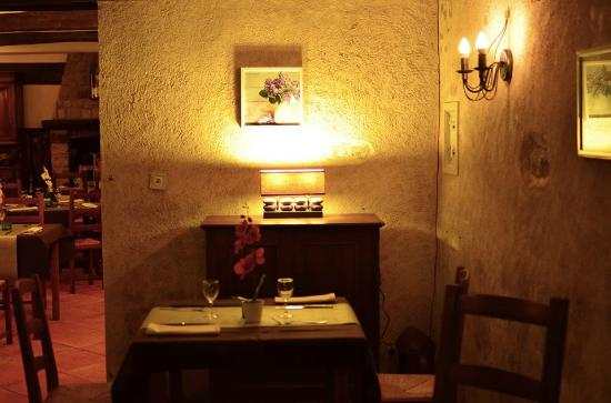 Combreux, Prancis: la salle du restaurant