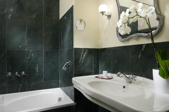 BAGNO JUNIOR SUITE - Foto di Hotel Titano, San Marino - TripAdvisor