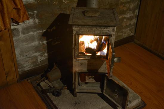 Hosteria Alpaka Quilotoa: The lit stove