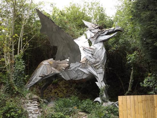 Broomhill Sculpture Garden: Dragon Sculpture In Garden
