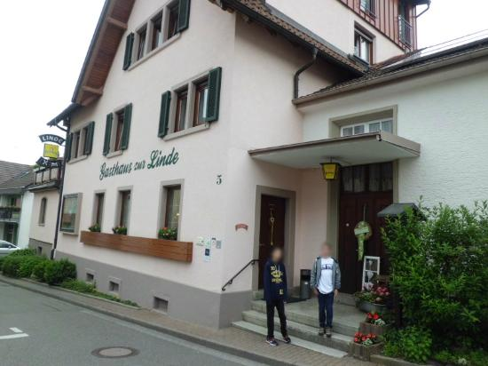 Gasthaus Pension zur Linde : Outside the hotel