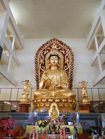 Avalokitesvara Graha Temple (Guan Yin Temple): Patung Dewi Kwan Im