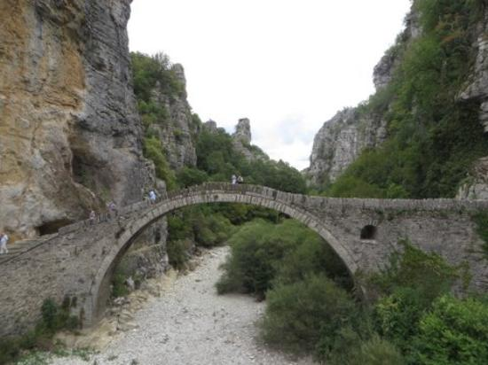 Zagorohoria, اليونان: Noutsos or Kokori Stone Bridge