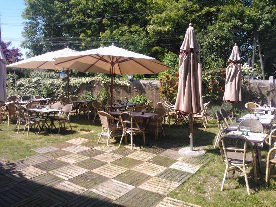 terrasse face au canal de l 39 ourcq fotograf a de la taverne alsace claye souilly tripadvisor. Black Bedroom Furniture Sets. Home Design Ideas