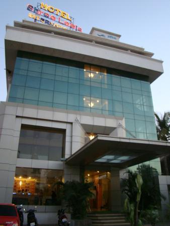 Hotel Shree Leela International: Main Entrance & hotel building