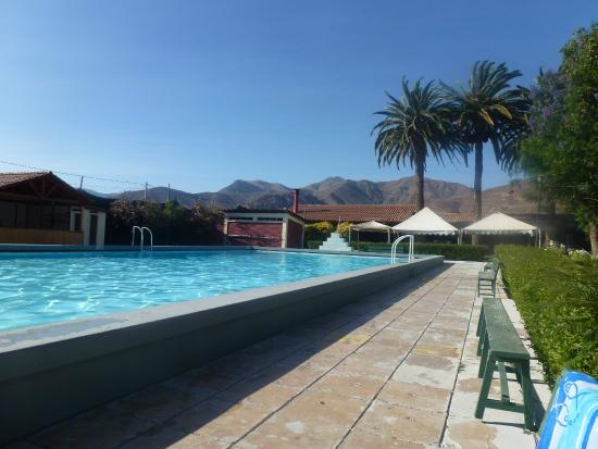 Hosteria Vicuna: Mountains beyond the pool