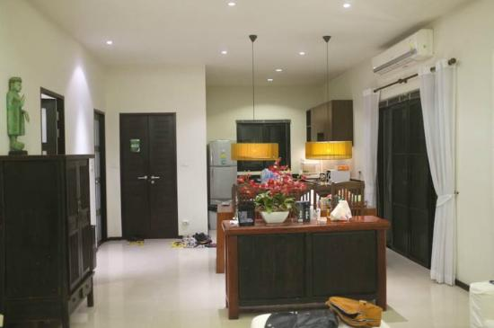 Two Villas Holiday, Oriental Style Layan Beach: View of Hall and Kitchen
