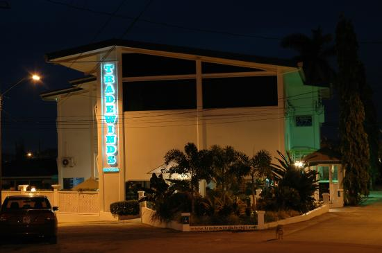 Trade Winds Hotel: Night shot of front of hotel