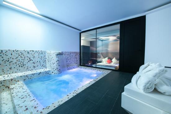 Hotel loob desde torrej n de ardoz espa a for Hotel piscina habitacion
