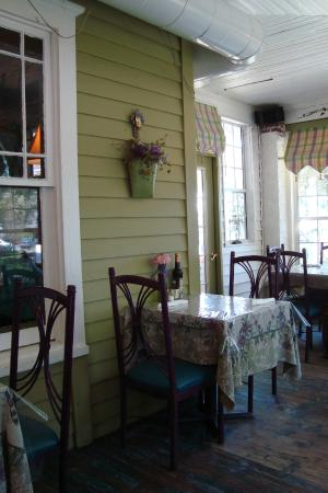 The Ivy House Restaurant and Boutique: Ivy House Restaurant Porch Dining Room