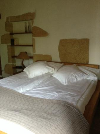 Hotel-Restaurant La Maison du Prussien : Cama confortável
