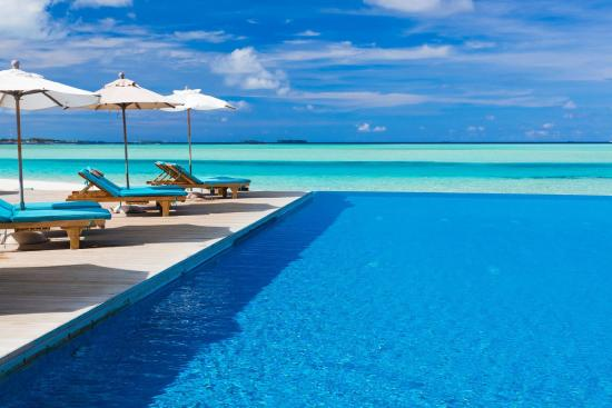 Anantara Dhigu Maldives Resort: Infinity Pool