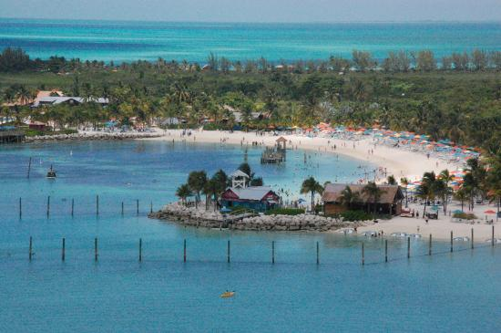 Sandy Point, Great Abaco Island: First view of Castaway Cay