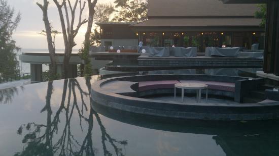 Pullman Phuket Arcadia Naithon Beach: view across from the lobby bar past vero restaurant to the andaman sea