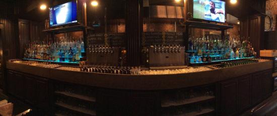 Loophole Gastropub & Ale House: Terrific bar