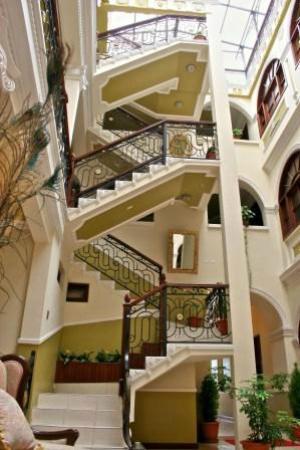 San Marino Royal Hotel: Vista desde el lobby del hotel
