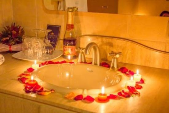 Foto de San Marino Royal Hotel, Sucre: Decoración del baño para ...
