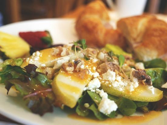 Baltica Bistro: Pear Walnut and Feta Salad with Peach White Wine Dressing