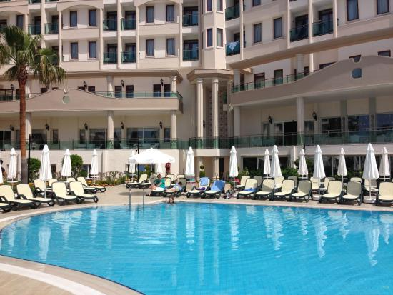 Bella Resort & Spa: Pool