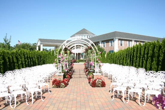 The Inn And Spa At East Wind Outdoor Weddings