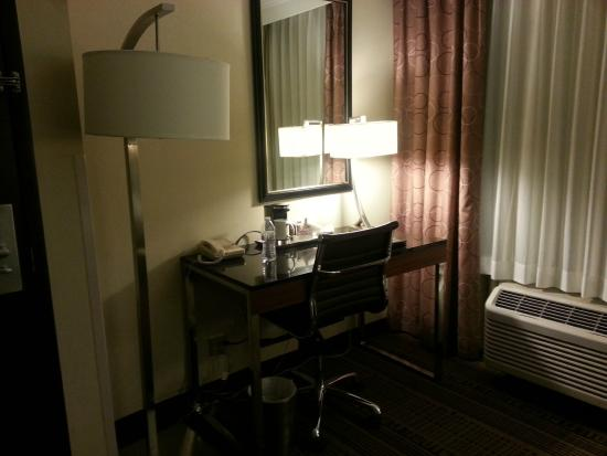 Radisson Hotel Chatsworth: Desk