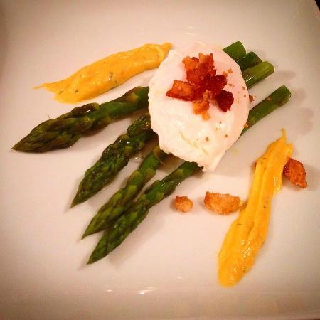 Posta: Asparagi, uovo in camicia e salsa olandese