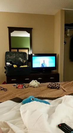 Extended Stay America - Philadelphia - Bensalem: messy room