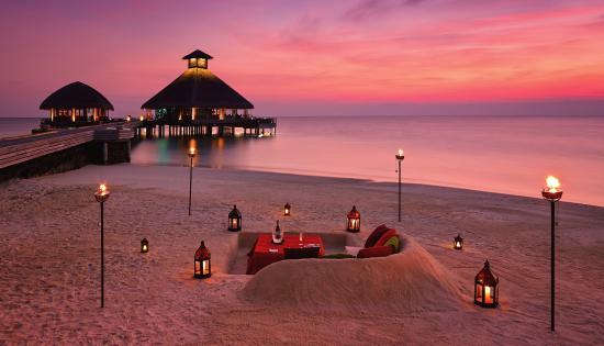 Huvafen Fushi Island: Beach Dining