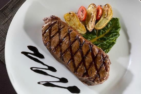 Mignon's Steaks & Seafood: New York Strip