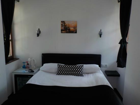 The Suite Apart Hotel: Extremely comfortable bed!
